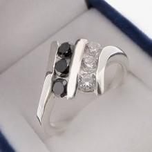 Strieborný prsteň so zirkónmi KPS127
