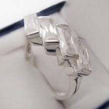 Strieborný prsteň so zirkónmi KPS130