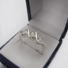 Strieborný prsteň so zirkónmi KPS131