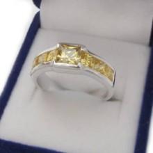 Strieborný prsteň so žltými zirkónmi (KPS142)