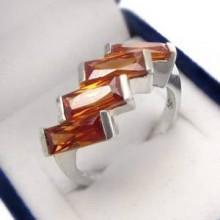 Strieborný prsteň s oranžovými zirkónmi (KPS157)