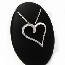 Luxusný strieborný prívesok srdce s kamienkami (KPRS019)